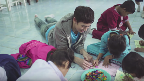 Nichkhun during his field visit to learn about migrant education