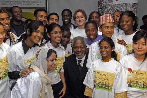 Former UN Secretary-General Kofi Annan with youth delegates at the launch of the children's version of the Secretary-General's Study Report on Violence against Children, at UNICEF House, October 2006