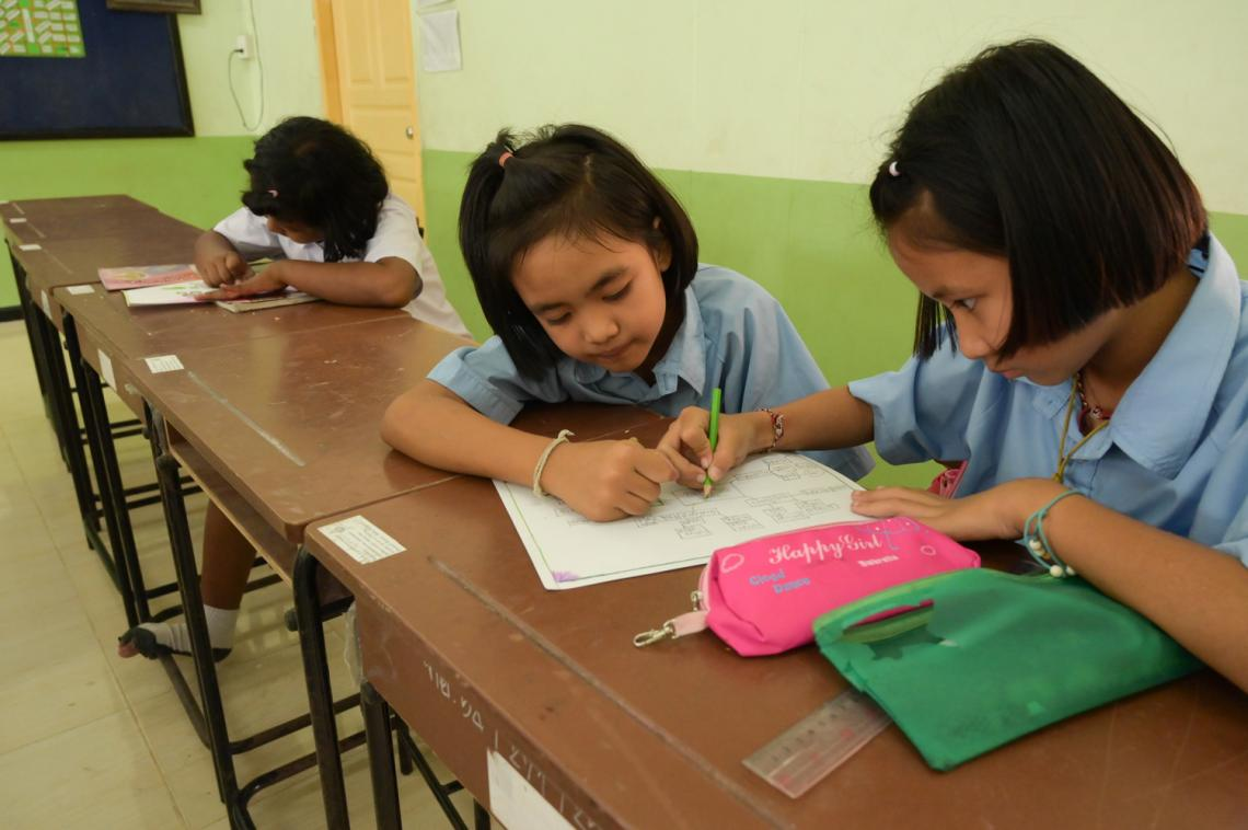 A group of students are interacting with each other in the class.
