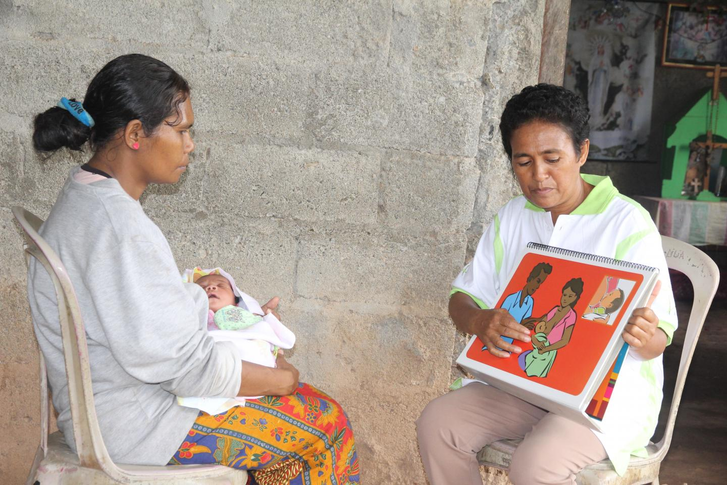 Joana dos Santos − a committed health volunteer reaching out to mothers | UNICEF Timor-Leste