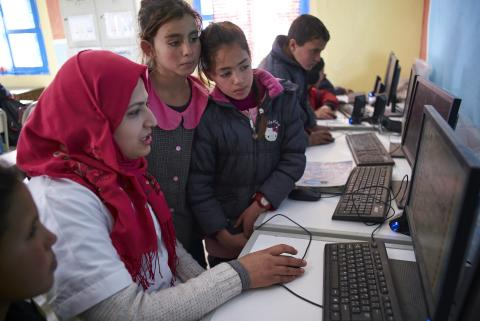 enfants tunisiens au club informatique en formation