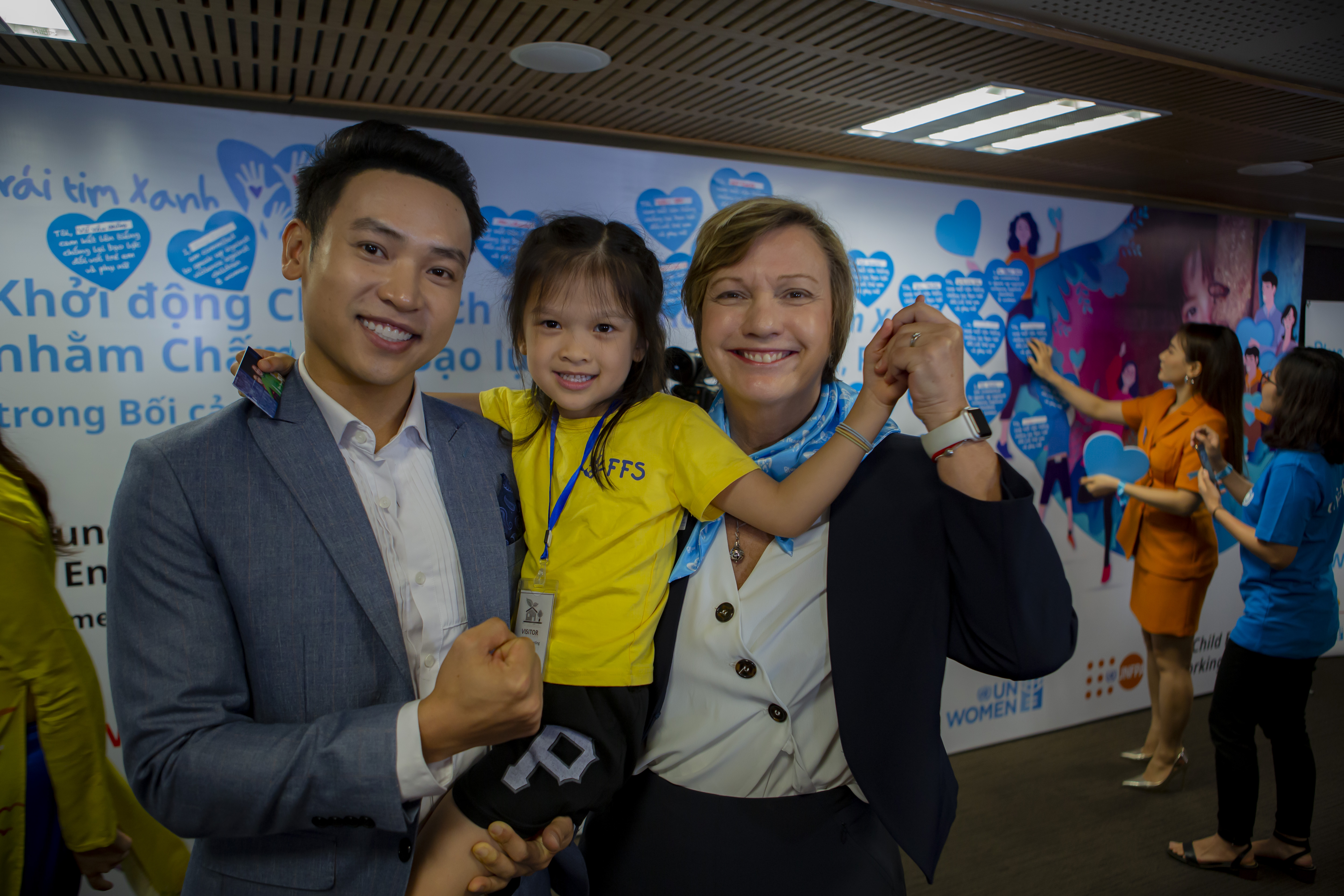 Duy Khoa holds his daughter with Ms Rana Flowers, UNICEF Representative in Viet Nam