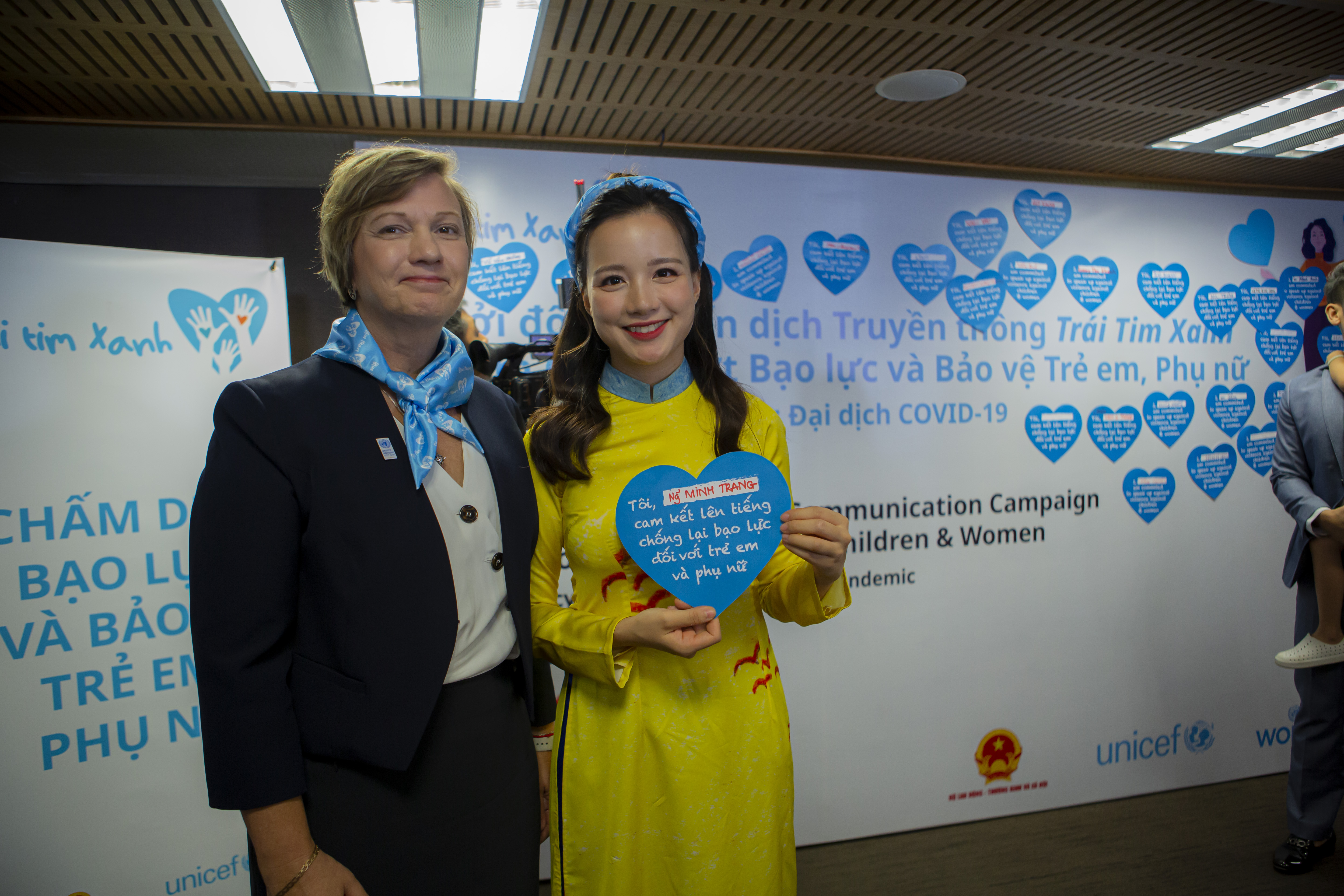Ms Rana Flowers and MC Minh Trang shows her blue heart with very strong commitment