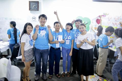From left to right: Bui Nguyen Nhat Minh (supporter), Nguyen Minh Hai, Dao Van Thom, La Thi Mai Thu, Nguyen Minh Tuan are in blue T-shirts (participants), and Nguyen Nha Quyen (mentor) UPSHIFT Workshop