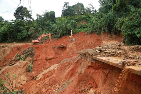 Landslides caused by Storm Molave bury at least 13 families in remote district.