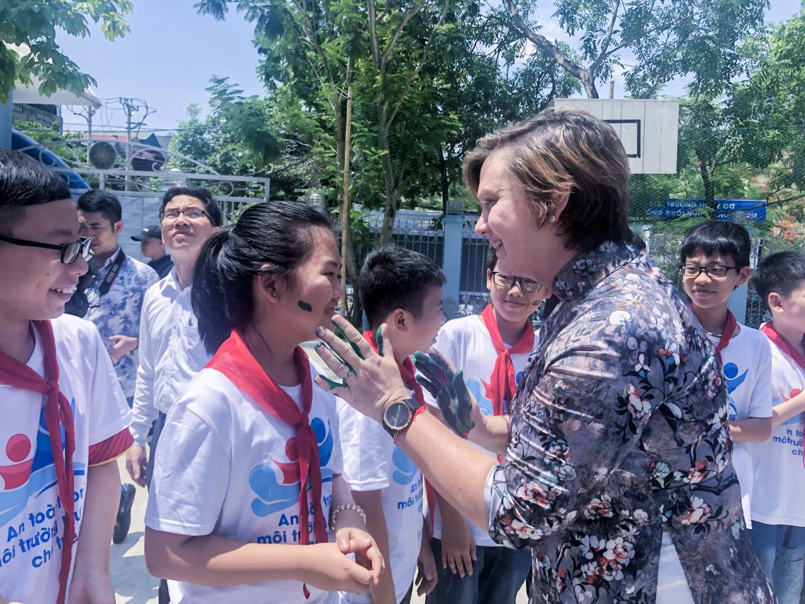 Rana Flower, UNICEF Representative in Viet Nam talk to children at the event
