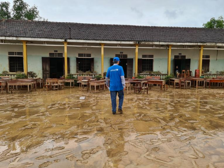 Over 1.5 million children at risk due to floods in central Viet Nam