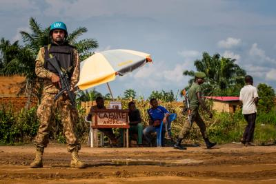 A United Nations peacekeeper patrols while a FARDC (Armed Forces of the Democratic Republic of the Congo) soldier walks by a shop near the airport in Kananga, Kasaï region, Democratic Republic of the Congo, Wednesday 24 January 2018.