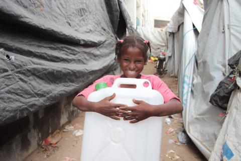 displaced girl in yemen