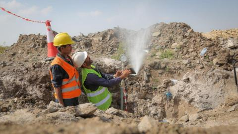 Checking the effectiveness of the water pressure during the installation of the water supply in Yemen