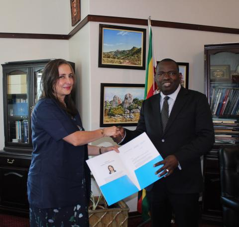 New UNICEF Representative in Zimbabwe, Ms. Laylee Moshiri (left) presents her credentials in Harare to Minister of Foreign Affairs & International Trade, Hon. Dr. Sibusiso Moyo.
